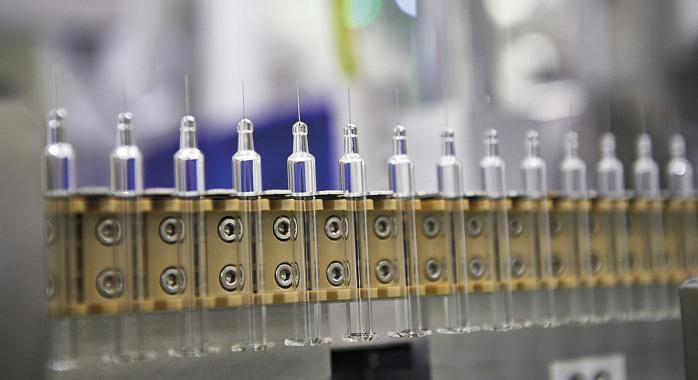 En 2018, le site prévoit de produire 330 millions de seringues en verre, et 1 800 millions de joints de pistons en caoutchouc © DR