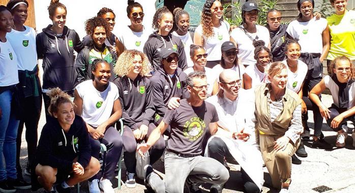 L'équipe jamaïcaine de football féminin Chez Le Pèr'Gras